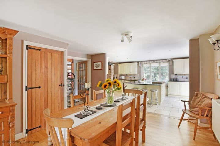Park Gate House Sleeps 12, Charming countryside retreat with panoramic views of the beautiful Quantock Hills.
