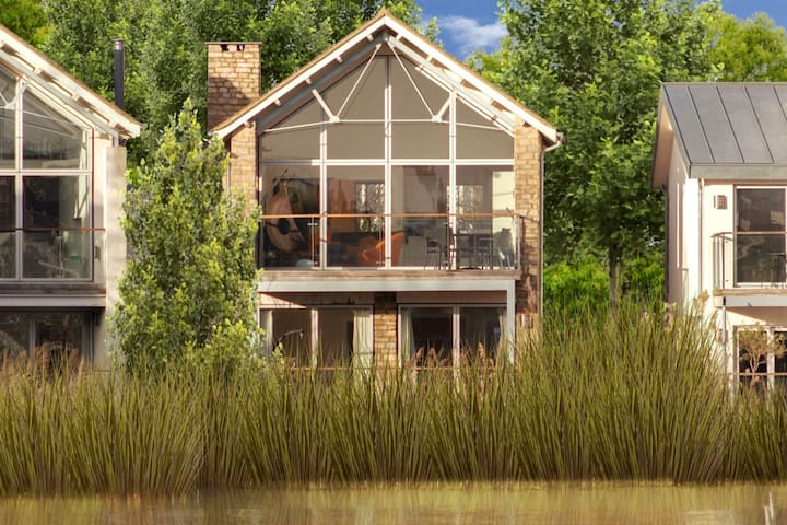 3 Howells Mere/Lower Mill/detch/4+1/pools/spa
