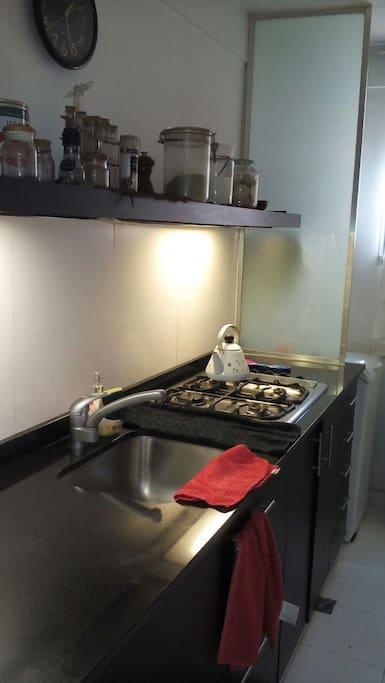 Cocina completamente equipada