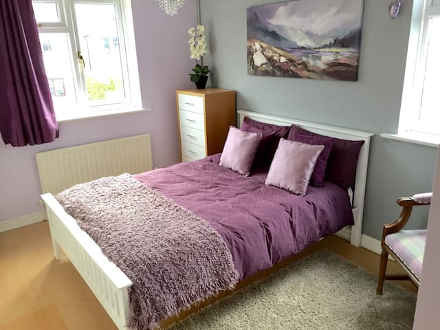 Double Bed & Bathrm for Race Week - Prestbury - Rumah