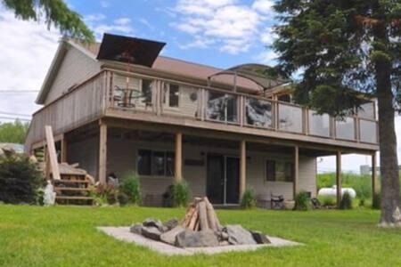 Modern Four Season Muskoka Cottage - McKellar - Blockhütte