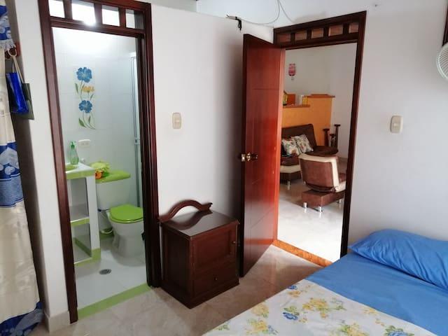 Ambiente acogedor, limpio, cómodo en barrio seguro