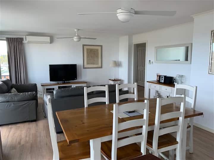 Comfortable 2 B/R Beach House Apartment