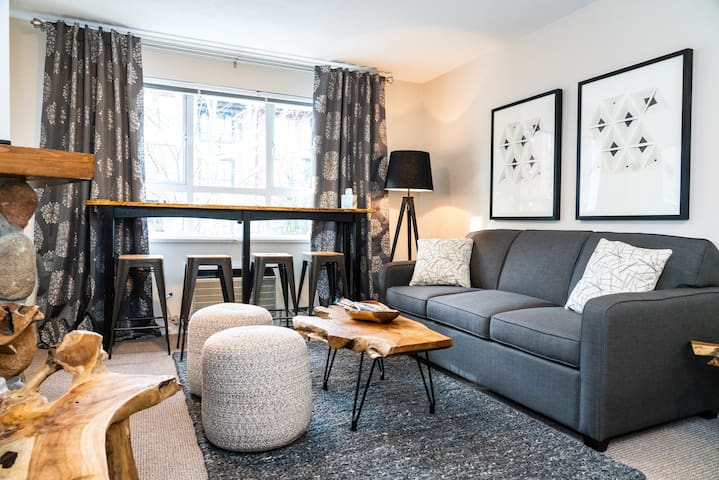 DOWNTOWN WHISTLER, Luxury 1 BR Retreat + AC