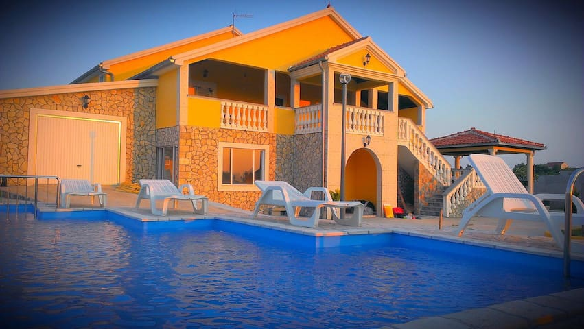 "House for holiday LePur ""last minute offer"" - Donji Lepuri - Casa"