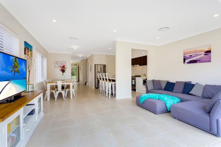 NEW Walk to Sydneys best beach.Large, modern house - Maroubra - Casa