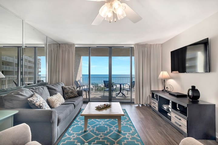 Beachfront 2/2 Condo with Gorgeous Gulf Views!