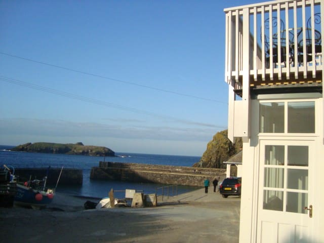 Pat's Den, Island View Mullion Cove & Harbour