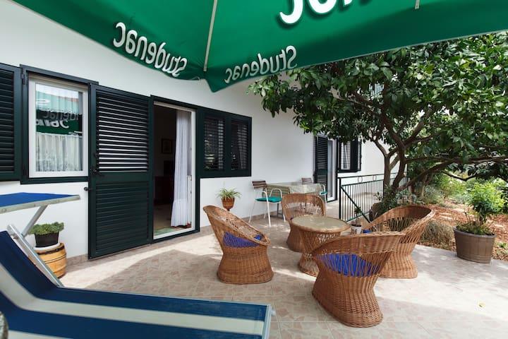 Apartment Racetin 2+2, near Trogir - Marina - Casa