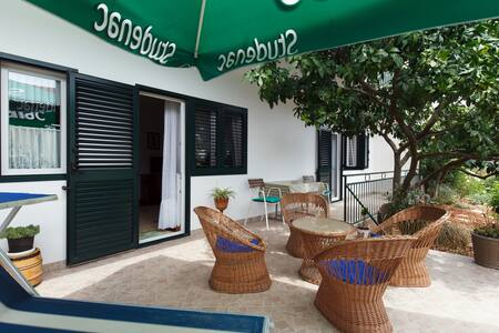 Apartment Racetin 2+2, near Trogir - Marina