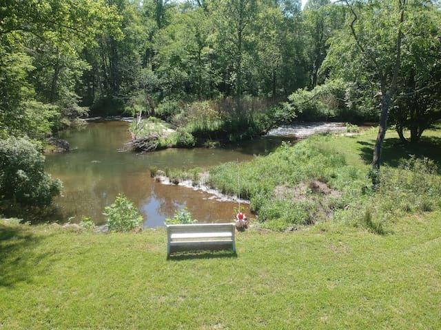 Carlene's Creek Cabin