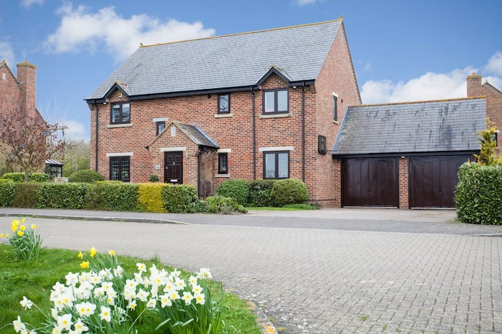 Contemporary House 20 minutes from Silverstone