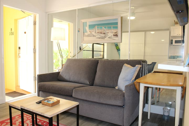 ** FABULOUS & MODERN STUDIO ON HOLLYWOOD BEACH **