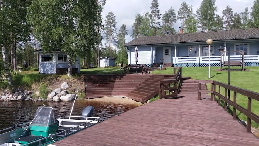 Lone Bear Lodge: around-the-year/sauna/grill/boat