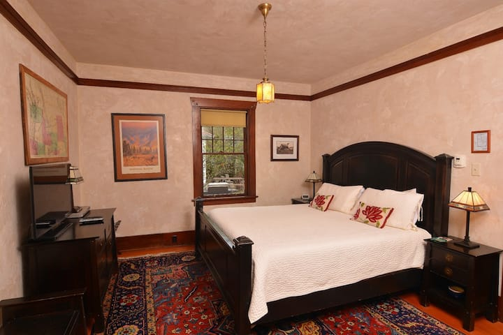 Blossom's Bed and Breakfast - Northwest Room