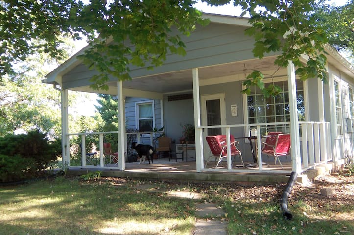 A Spacious, Quiet Retreat House - Taneytown