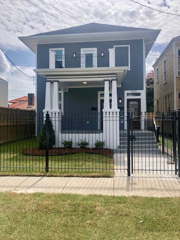 Beautiful Uptown Home 3 Blocks From St.Charles Ave