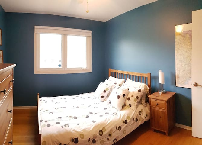Double bed, 1 private bedroom, Ottawa South