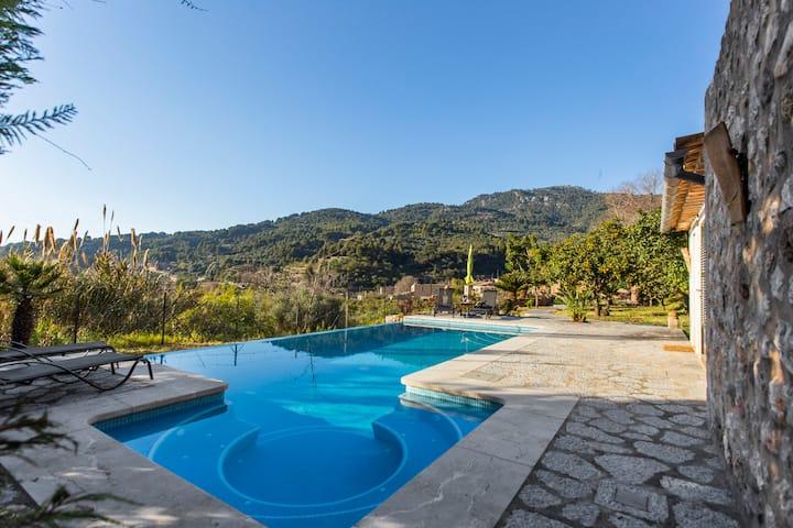Es Tarongers. Preciosa casa de piedra con piscina