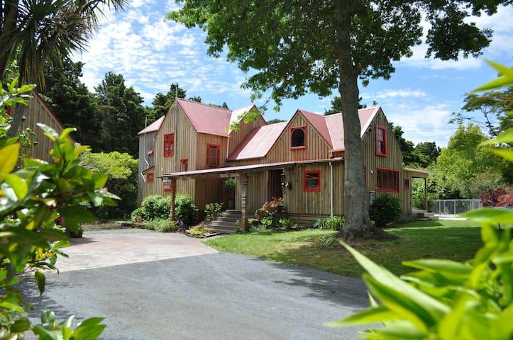 Ararimu Valley Retreat - Helensville - Casa
