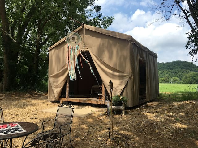 Glamping at Hayshed Farms On Big Turnbull Creek - Kingston Springs - Tent