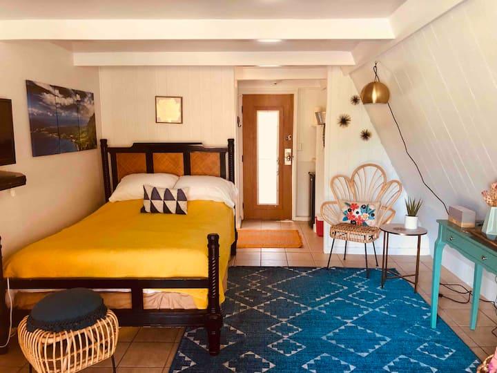 Moloka'i bungalow getaway steps from beach