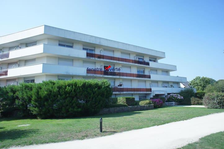 grand studio  47m   vue mer     déco  soignée - Dinard - Wohnung