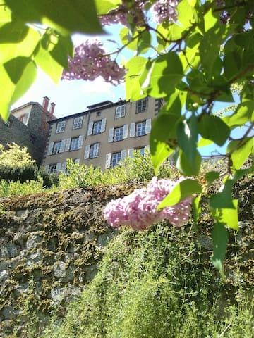 Grande demeure de charme au cœur de l'Auvergne
