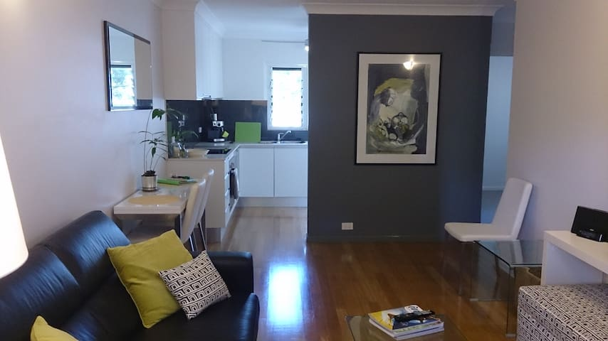 Leafy, quiet river area near cafes - Chelmer - Appartement