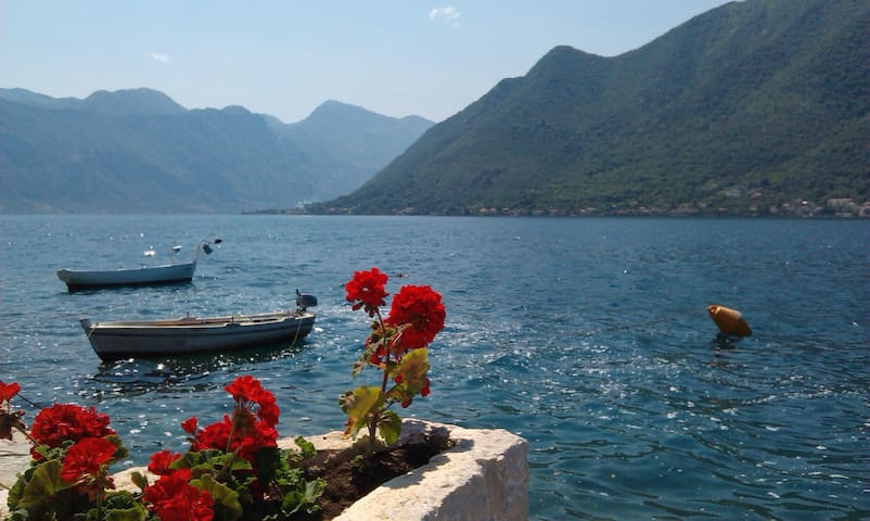 TWO BEDROOM NEAR THE SEA - Perast - Apartemen