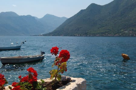 TWO BEDROOM NEAR THE SEA - Perast