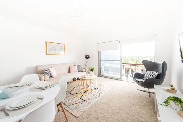 Chic Beach Apartment with Parking - Balgowlah - Pis