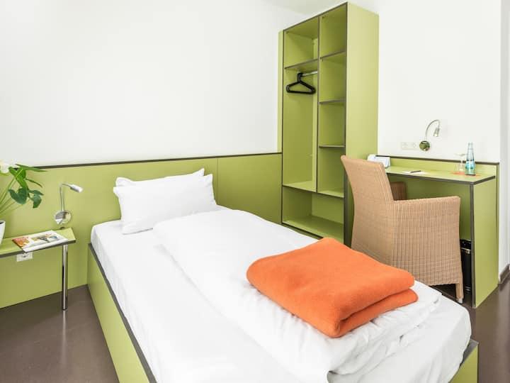 Hotel Bischofslinde, (Freiburg), Einzelzimmer mit Balkon