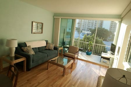 Coastal Beach Condo w/ Ocean Views - Saint Pete Beach