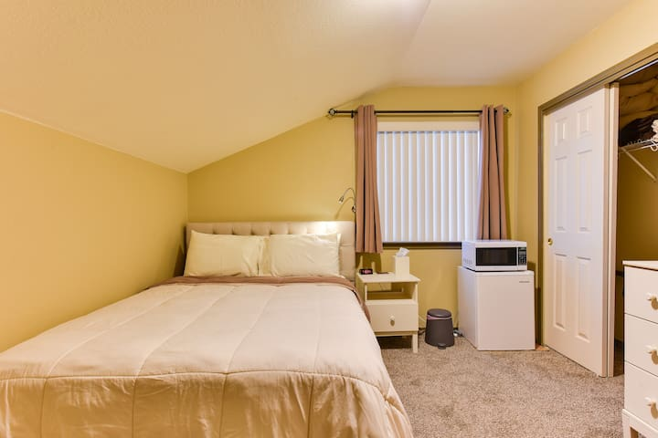 Comfy & Quiet Bedroom in South Austin-GREAT value!