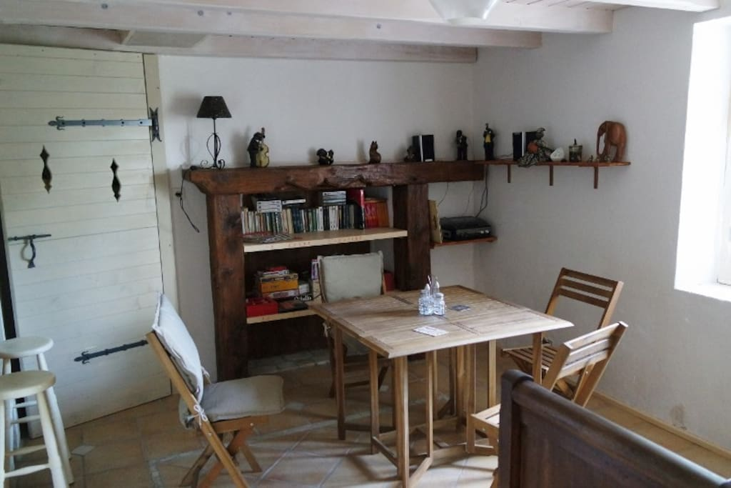 salon, salle à manger et cuisine américaine