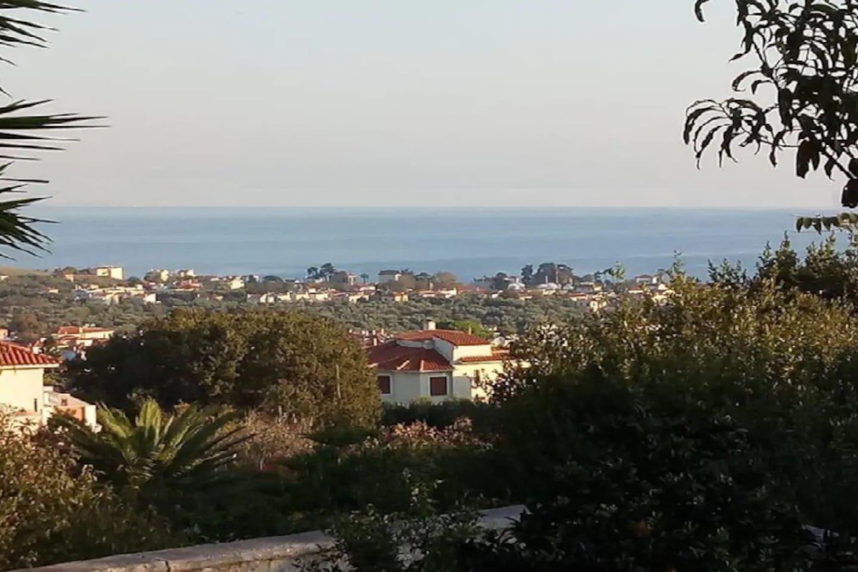 θέα από την αυλή μας