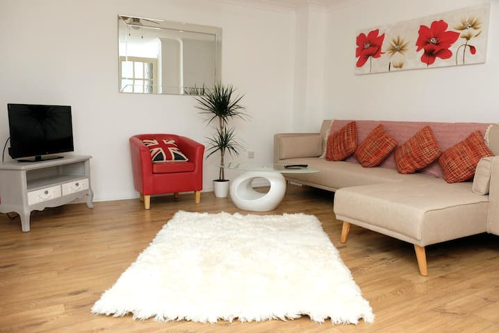 ✪ Ideal Birmingham ✪ Serviced Tulip Home - 3 Bed Perfect for NEC & Airport Stays ✪