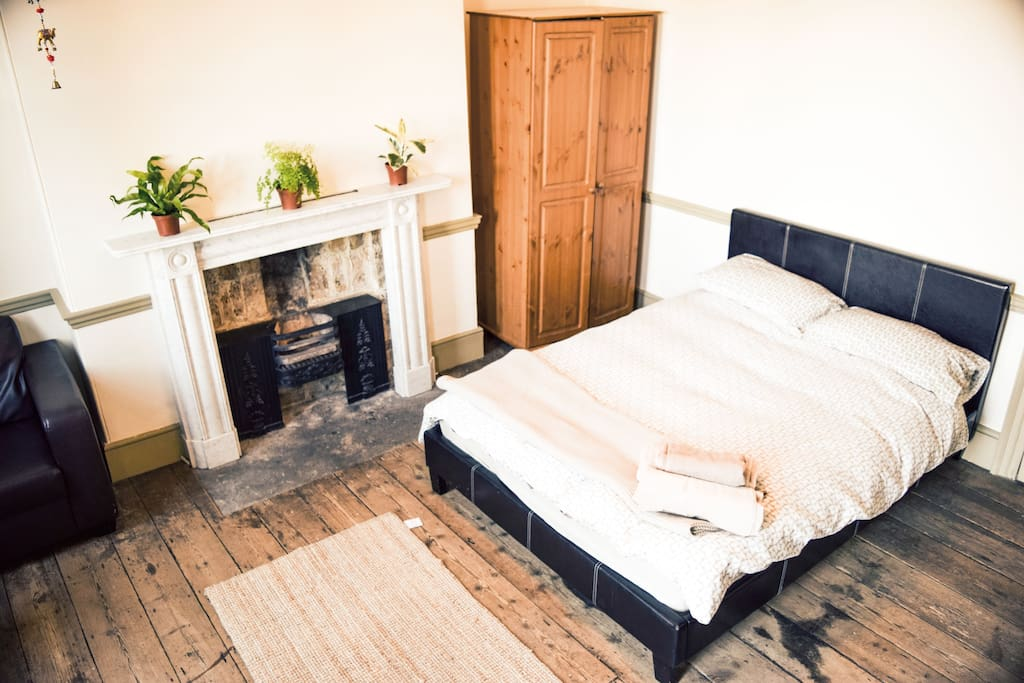 Double bed (recently replaced)