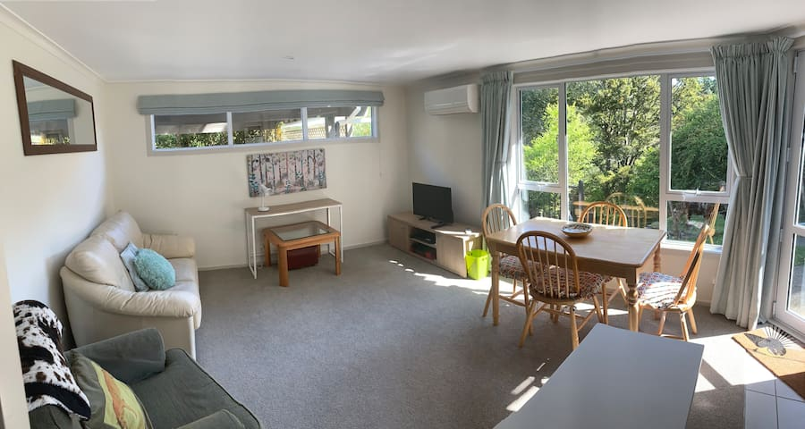 Peaceful & Elegant Private Farmstay, Lower Hutt
