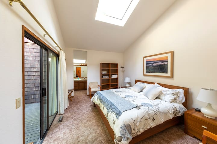 King Bed in Skylight Room