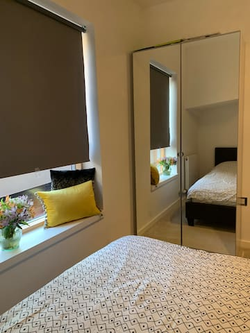 Private Double Room- great transport links!