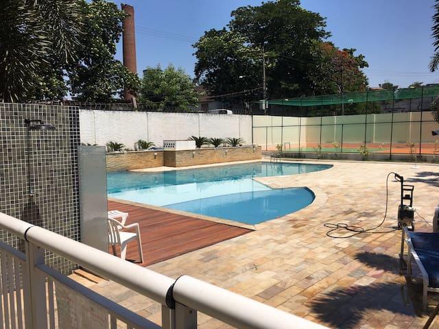 Apartamento 2 quartos com piscina em condomínio