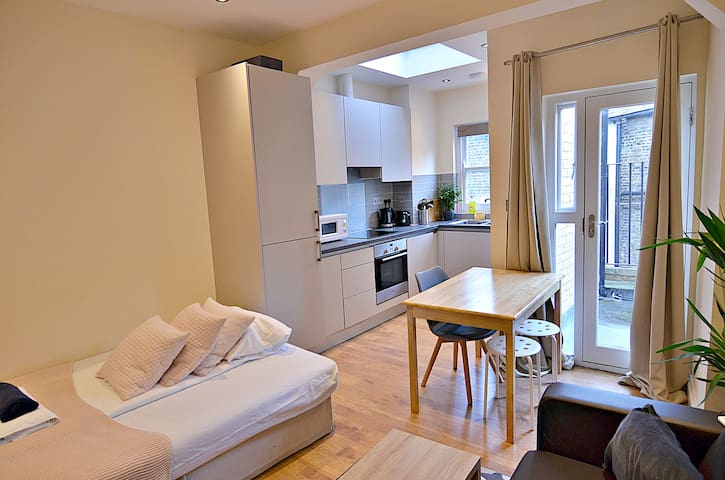 SUPER-MODERN Home Apartment for 4 at KINGS CROSS