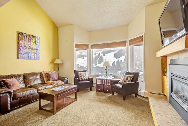 Lovely Copper Condo Great Views - Steps to Slopes!