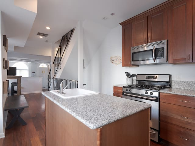 Renovated Baltimore House - Close to Everything