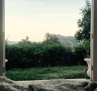 Beautiful room with a view at White Rose House - Topanga - House
