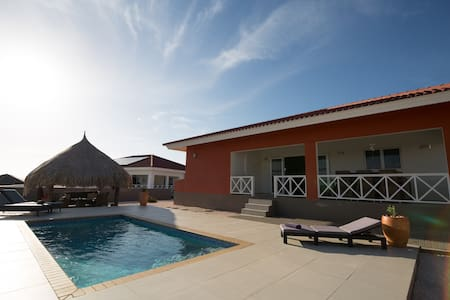 Casa Kontentu: Luxurious villa with private pool.
