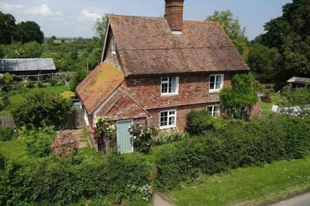 Kentish cottage with double room and bathroom - Kent
