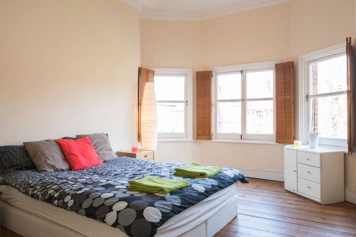 Great Double in a Spacious Flat - London